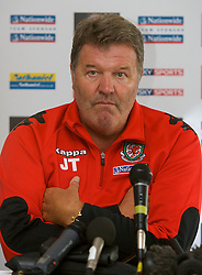 ROTTERDAM, THE NETHERLANDS - Saturday, May 31, 2008: Wales' manager John Toshack MBE during a press conference at the Bilderbeg Hotel ahead of the international friendly match against the Netherlands. (Photo by David Rawcliffe/Propaganda)