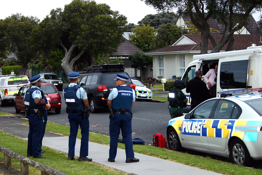 Armed Police cordoned off an address at The Esplanade, Eastern Beach, where the Police Armed Offenders Squad and Negotiation Team were speaking with a male who was believed to be in possession of a firearm., Auckland, New Zealand, Monday, December 08, 2014. Credit:SNPA / Grahame Clark