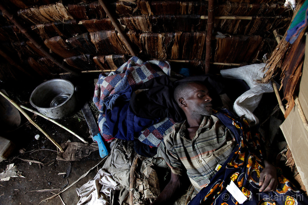 Chirongo Lukinja, 47, who has been sick for the last five month, lies down on the bed at health clinic near Shasha camp for IDPs (Internally Displaced Persons)  The long war, which had involved 9 African nations and claimed an estimated three million lives as a result of fighting or disease and malnutrition..Photo by Kuni Takahashi.