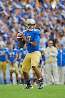 17 October 2012: Quarterback (17) Brett Hundley of the UCLA Bruins drops back top pass against the USC Trojans during the first half of UCLA's 38-28 victory over USC at the Rose Bowl in Pasadena, CA.