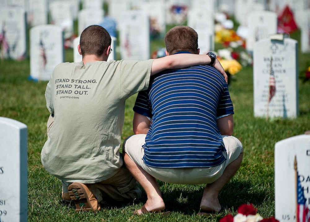 May 31, 2010 - Washington, District of Columbia, U.S., - Familes and friends of those who lost their lives in war visit Arlington National Cemetery on Memorial Day.(Credit Image: © Pete Marovich/ZUMA Press)