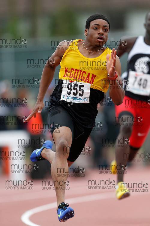 Andre Ford-Azonwanna of J. Cardinal McGuigan CHS - Tor competes in the 200m heats at the 2013 OFSAA Track and Field Championship in Oshawa Ontario, Saturday,  June 8, 2013.<br /> Mundo Sport Images/ Geoff Robins