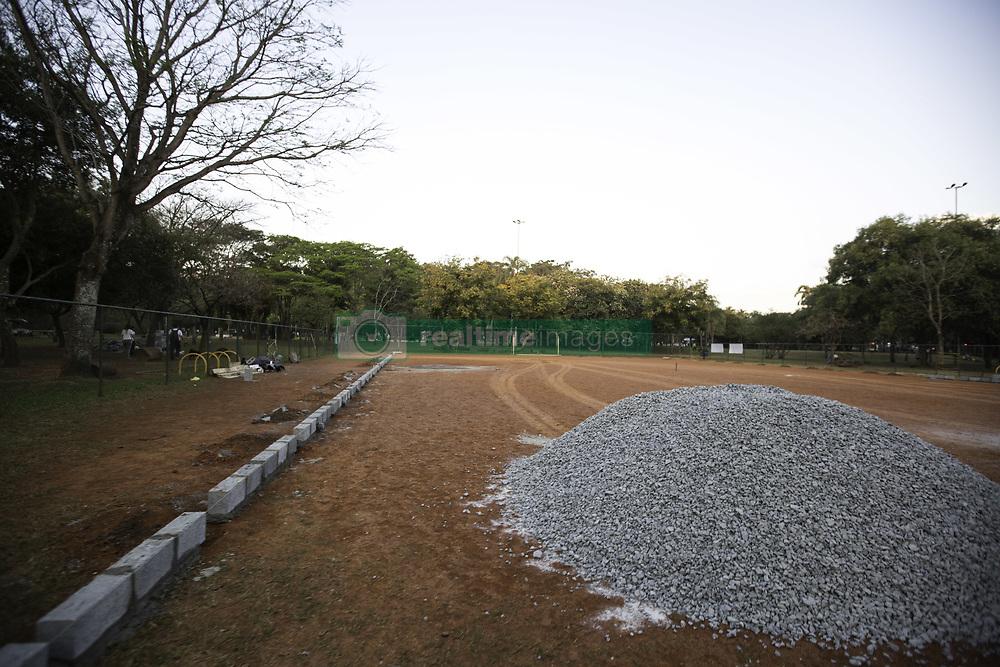 July 21, 2017 - Campo de futebol no Parque do Ibirapuera na tarde desta sexta-feira (21).  Como anunciado pela prefeitura, a obra se encontra em andamento, com prazo de finalização em 60 dias à contar de 18/07. (Credit Image: © Bruno Rocha/Fotoarena via ZUMA Press)