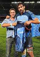 19/03/2011  SupeRugby. Bulls vs Stormers.Victor Matfield(C) with winner of player 23 competition.Pic: Stringer