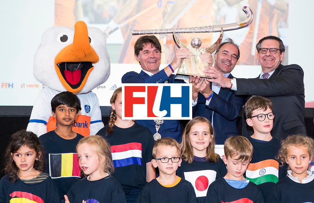 BREDA -  officiele opening van de Rabobank Champions Trophy Hockey , in de Nieuwe Kerk van Breda.   Breda burgermeester Paul Depla, met Erik Cornelissen (voorz. KNHB) en Gedeputeerde Bert Pauli  COPYRIGHT  KOEN SUYK