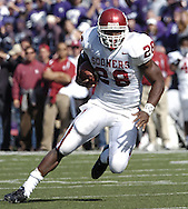 Oklahoma running back Adrian Peterson rushes up field against Kansas State, during the Sooners 31-21 win at KSU Stadium in Manhattan, Kansas, Oct. 16, 2004.