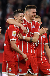 14.04.2018, Allianz Arena, Muenchen, GER, 1. FBL, FC Bayern Muenchen vs Borussia Moenchengladbach, 30. Runde, im Bild vl. Robert Lewandowski (FC Bayern Muenchen) und Niklas Suele (FC Bayern Muenchen) // during the German Bundesliga 30th round match between FC Bayern Munich and Borussia Moenchengladbach at the Allianz Arena in Muenchen, Germany on 2018/04/14. EXPA Pictures &copy; 2018, PhotoCredit: EXPA/ Eibner-Pressefoto/ Stuetzle<br /> <br /> *****ATTENTION - OUT of GER*****