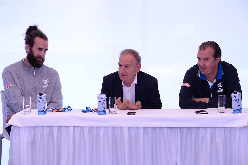 DESCRIZIONE: Berlino EuroBasket 2015 - Allenamento<br /> GIOCATORE: Luigi Datome Giani Petrucci Simone Pianigiani<br /> CATEGORIA: Conferenza Stampa<br /> SQUADRA: Italia Italy<br /> EVENTO:  EuroBasket 2015 <br /> GARA: Berlino EuroBasket 2015 - Allenamento<br /> DATA: 04-09-2015<br /> SPORT: Pallacanestro<br /> AUTORE: Agenzia Ciamillo-Castoria/M.Longo<br /> GALLERIA: FIP Nazionali 2015<br /> FOTONOTIZIA: Berlino EuroBasket 2015 - Allenamento