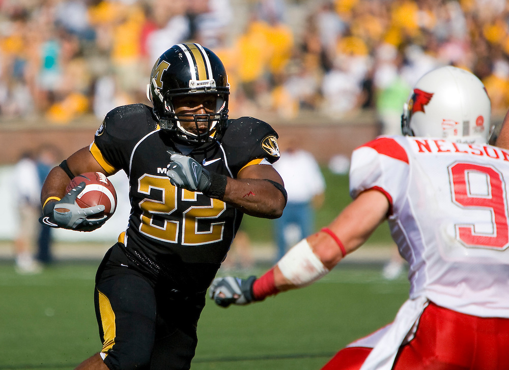 September 22th, 2007: Columbia, MO - .Mizzou tailback #22 TONY TEMPLE charges into the Illinois defense led by defensive back #9 TOM NELSON. The Missouri Tigers defeated the Illinois State Redbirds 38-17 to a crowd of over 56,000 fans at Faurot Field, leading them to a perfect 4-0 season Saturday. Mizzou is now 20th in both the Associated Press and ESPN/USA Today Coaches' polls. Mandatory credit: Patrick T. Fallon. EDITORIAL USE ONLY