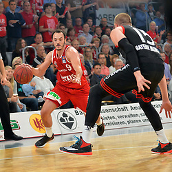 21.06.2015, Brose Arena, Bamberg, GER, Beko Basketball BL, Brose Baskets Bamberg vs FC Bayern Muenchen, Playoffs, Finale, 5. Spiel, im Bild Karsten Tadda (Brose Baskets Bamberg / links) versucht sich gegen Vladimir Stimac (FC Bayern Muenchen / rechts) durchzusetzen. // during the Beko Basketball Bundes league Playoffs, final round, 5th match between Brose Baskets Bamberg and FC Bayern Muenchen at the Brose Arena in Bamberg, Germany on 2015/06/21. EXPA Pictures &copy; 2015, PhotoCredit: EXPA/ Eibner-Pressefoto/ Merz<br /> <br /> *****ATTENTION - OUT of GER*****