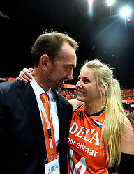 03-10-2015 NED: Volleyball European Championship Semi Final Nederland - Turkije, Rotterdam<br /> Nederland verslaat Turkije in de halve finale met ruime cijfers 3-0 / Peter Blange en Laura Dijkema #14