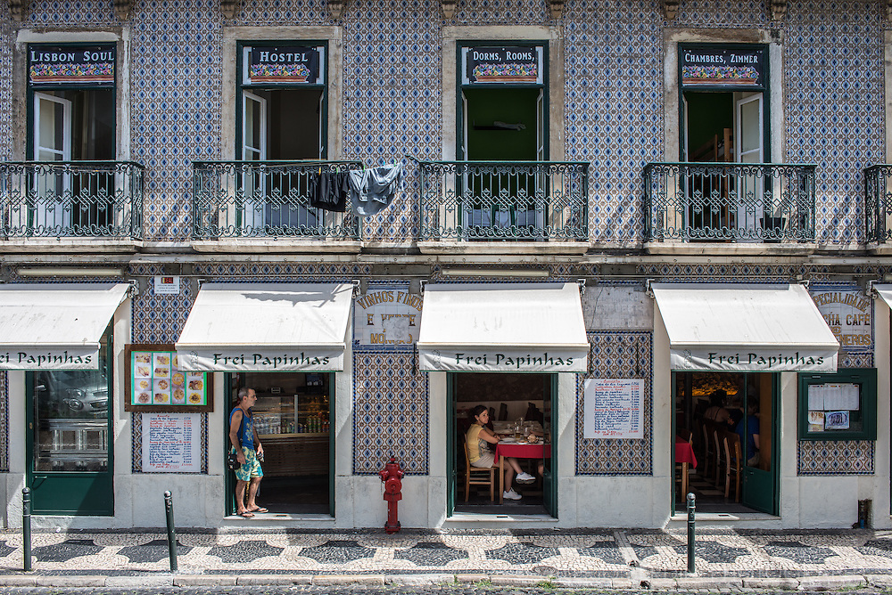 Soul Hostel with its dorms, rooms and a restaurant downstair. The hostel in the centre of Lisbon is a classic for backpackers and young travellers.