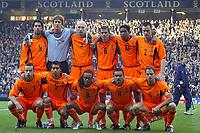 Fotball<br /> Play Off EM 2004<br /> Skottland v Nederland<br /> 15.11.2003<br /> Foto: Digitalsport<br /> Norway Only<br /> <br /> glasgow , 15-11-2003 , hampden park , schotland - nederland 1-0 , play-off voor het ek2004 . achter: van nistelrooij nistelrooy , van der sar , stam , cocu , kluivert en ooijer. voor: van der meyde , van bronckhorst , davids , overmars en frank de boer .