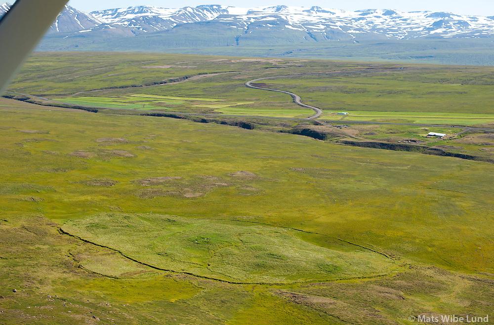 Rjúpnafell séð til austurs, Vesturárdalur, Smjörfjöll í baksýni, Vopnafjarðarhreppur. /  Rjupnafell deserted farmsite in Vesturardalur, Smjorfjoll mountainrange in background. Viewing east. Vopnafjardarhreppur.