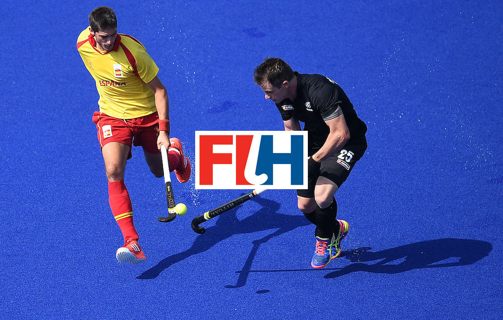 Spain's Xavi Lleonart (L) and New Zealand's Shea McAleese vie for the ball during the men's field hockey New Zealand vs Spain match of the Rio 2016 Olympics Games at the Olympic Hockey Centre in Rio de Janeiro on August, 9 2016. / AFP / MANAN VATSYAYANA        (Photo credit should read MANAN VATSYAYANA/AFP/Getty Images)