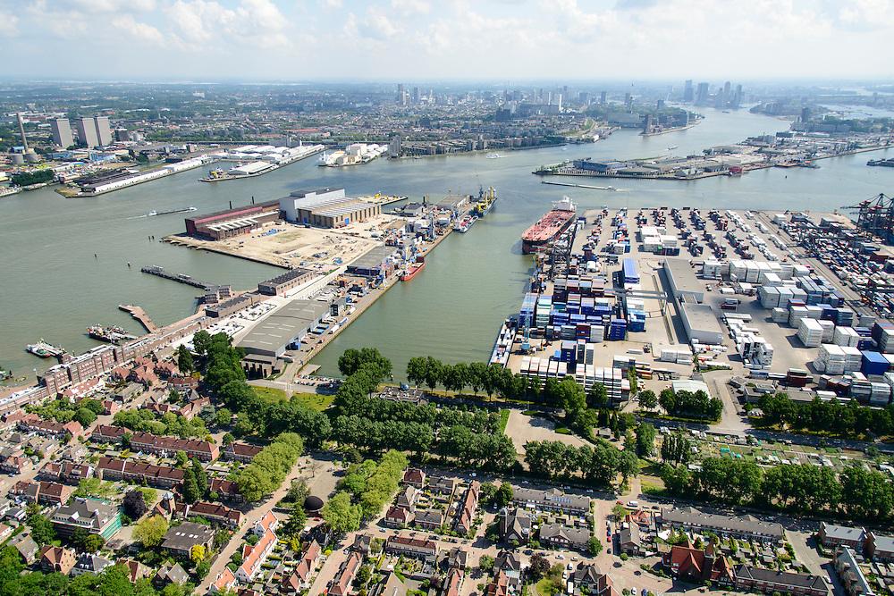 Nederland, Zuid-Holland, Rotterdam, 10-06-2015; Charlois, tuindorp Heijplaat. Aangelegd door  Rotterdamsche Droogdok Maatschappij (RDM) om arbeiders te huisvesten. De gebouwen van de voormalig scheepswerf maken nu deel uit van de RDM campus.<br /> Heijplaat garden village.  Build by by Rotterdam Dry Dock Company (RDM) to house workers.<br /> <br /> luchtfoto (toeslag op standard tarieven);<br /> aerial photo (additional fee required);<br /> copyright foto/photo Siebe Swart