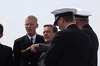 09 AUG 2001, OSTSEE/GERMANY:<br /> Gerhard Schroeder (2.v.L.), SPD, Bundeskanzler, waehrend einem Besuch von Marineeinheiten im Seegebiet vor Rostock, hier im Gespraech mit Offizieren auf dem Tender DONAU<br /> IMAGE: 20010809-01-011<br /> KEYWORDS: Bundeswehr, Bundesmarine, Marine, Gerhard Schröder, Soldaten, Soldat, soldier, Gespräch