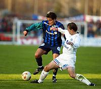 Fotball, 20. april 2002. Tippeligaen, Stabæk v Vålerenga Fotball 0-0. Martin Andresen, Stabæk, mot Kjetil Rekdal, Vålerenga.
