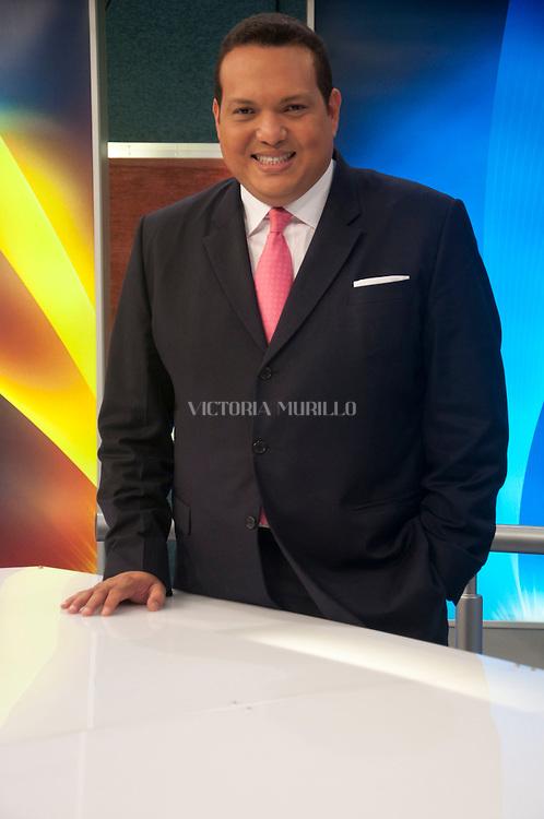 Eduardo Lim Yueng, presentador de noticias y periodista panameño considerado uno de los más influyentes en esta profesión en Panamá. Panamá,  7 de marzo de 2012. (Victoria Murillo/Istmophoto)