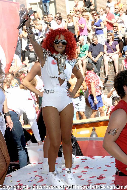 Canal Parade 2013 in de Amsterdamse grachten. De Canal Parade is het hoogtepunt van de Gay Pride, een feestweek met voornamelijk homo's, bi's, lesbiennes en transgenders.<br /> <br /> On the photo: <br /> <br />  Sharon Doorson