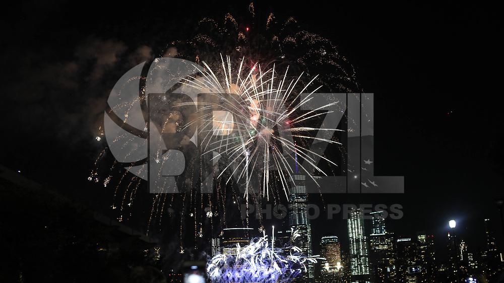 NEW YORK, EUA, 04.07.2017 - INDEPENDÊNCIA-EUA - Queima de fogos é vista na frente do World Trade Center na Ilha de Manhattan em New York nos Estados Unidos nesta terça-feira, 04. Dia da Independência norte-americana. (Foto: William Volcov/Brazil Photo Press)