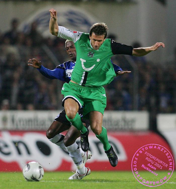 v.l. Zuma , Christoph Dabrowski Hannover..Bundesliga Arminia Bielefeld - Hannover 96 ..FOT. WITTERS/WROFOTO..