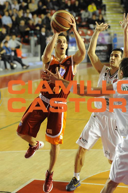DESCRIZIONE : Roma Campionato Lega A 2011-12 Acea Virtus Roma Montepaschi Siena <br /> GIOCATORE : antonio maestranzi<br /> CATEGORIA :  tiro<br /> SQUADRA :  Acea Roma Montepaschi Siena<br /> EVENTO : Campionato Lega A 2011-2012<br /> GARA :  Acea Roma Montepaschi Siena<br /> DATA : 26/02/2012<br /> SPORT : Pallacanestro<br /> AUTORE : Agenzia Ciamillo-Castoria/GiulioCiamillo<br /> Galleria : Lega Basket A 2011-2012 <br /> Fotonotizia :  Roma Lega A 2011-12 Acea Roma Montepaschi Siena<br /> Predefinita :
