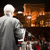Chiamami ancora Milano! Concerto di Roberto Vecchioni e conclusione della campagna elettorale di Giuliano Pisapia. Piazza del Duomo, 13 maggio 2011