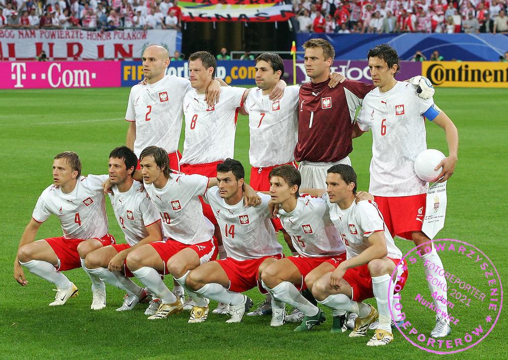 Team Polen .hinten v.l. Mariusz Jop , Jacek Krzynowek , Radoslaw Sobolewski , Artur Boruc , Jacek Bak , .vorne v.l. Marcin Baszczynski , Maciej Zurawski , Miroslav Szymkowiak , Michal Zewlakow , Ebi Smolarek , Arkadiusz Radomski.Fussball WM 2006 .FOT. WITTERS / WROFOTO.*** POLAND ONLY !!! ***