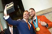 Officiele huldiging van de Olympische en Paralympische medaillewinnaars in de Grote Kerk of St. Jacobskerk, Den Haag.<br /> <br /> op de foto:  Kjeld Nuis en Hugo de Jonge