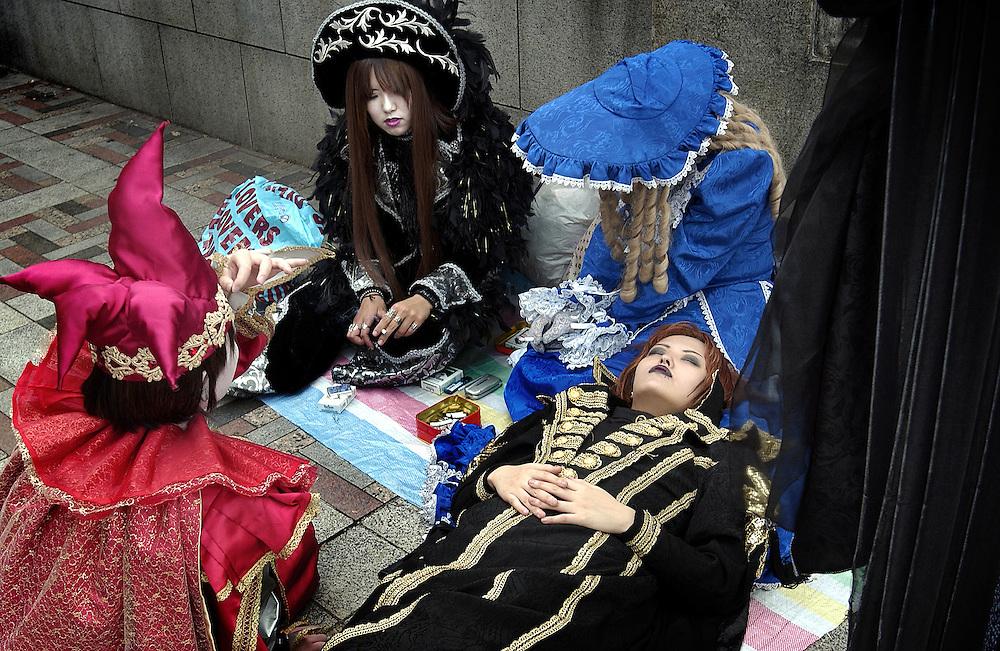 Harajuko Goth Girls, Harajuko Station Tokyo Japan.June 2002..©David Dare Parker/AsiaWorks Photography