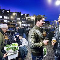 Nederland, Amsterdam , 2 maart.Eerste terrassendag in 2012 zoals hier de vrijdag avondborrel bij Bierbrouwerij het IJ..Foto:Jean-Pierre Jans