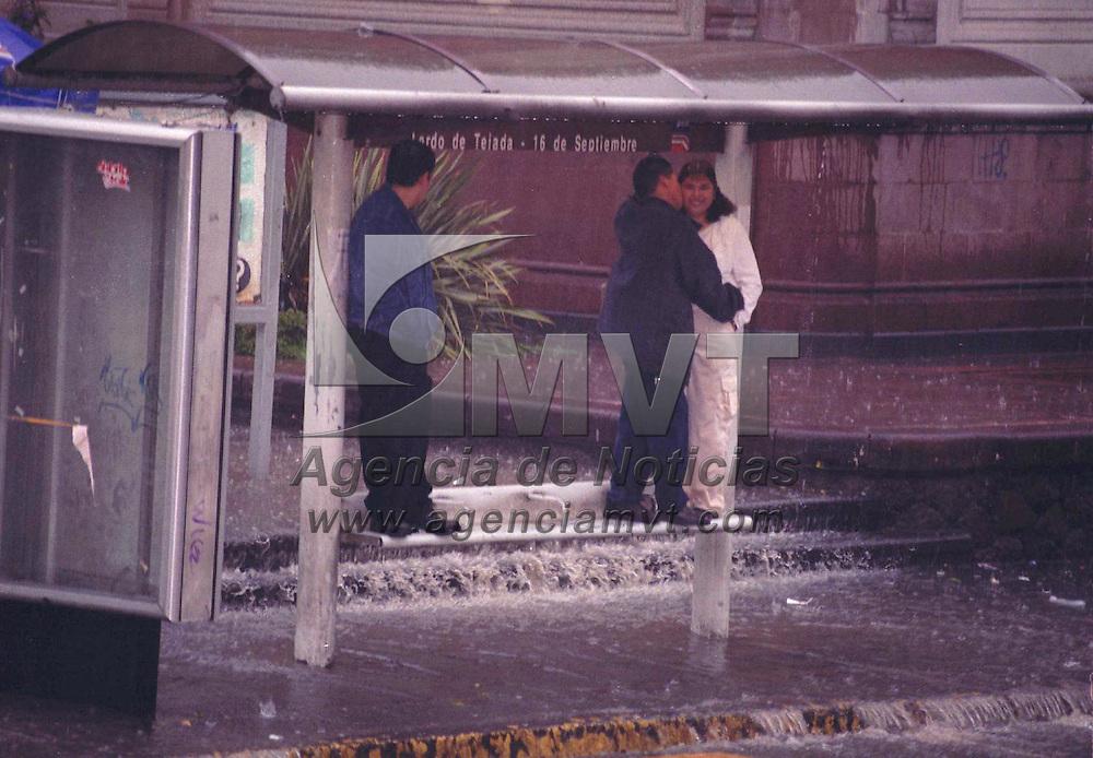 Toluca, M&eacute;x.- Las fuertes lluvias siguen azotando a la ciuadad Toluca. Agencia MVT / Ricardo Ochoa. (FILM)<br /> <br /> NO ARCHIVAR - NO ARCHIVE