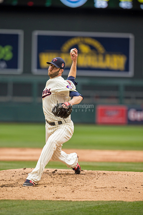 MINNEAPOLIS, MN- SEPTEMBER 24: Jared Burton #61 of the Minnesota Twins pitches against the Arizona Diamondbacks on September 24, 2014 at Target Field in Minneapolis, Minnesota. The Twins defeated the Diamondbacks 2-1. (Photo by Brace Hemmelgarn) *** Local Caption *** Jared Burton