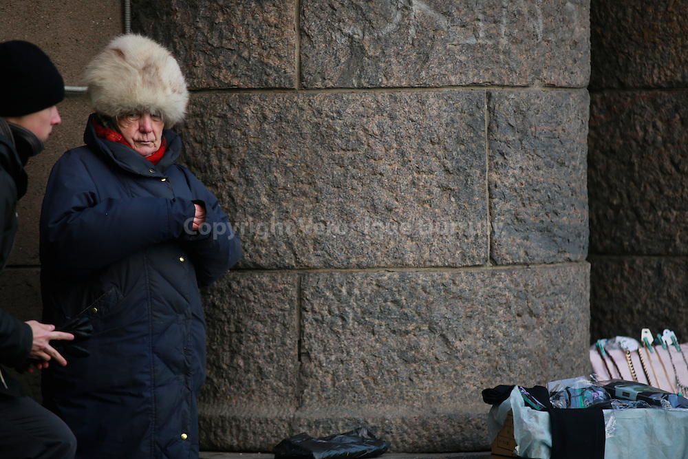 street scene, St Petersburg, Russia // Vendeuse de rue, St Petersbourg, Russie