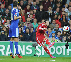 Wales Gareth Bale takes a free kick. - Photo mandatory by-line: Alex James/JMP - Mobile: 07966 386802 - 10/10/2014 - SPORT - Football - Cardiff - Cardiff City Stadium - Wales v Bosnia and Herzegovina - EURO 2016 Qualifiers