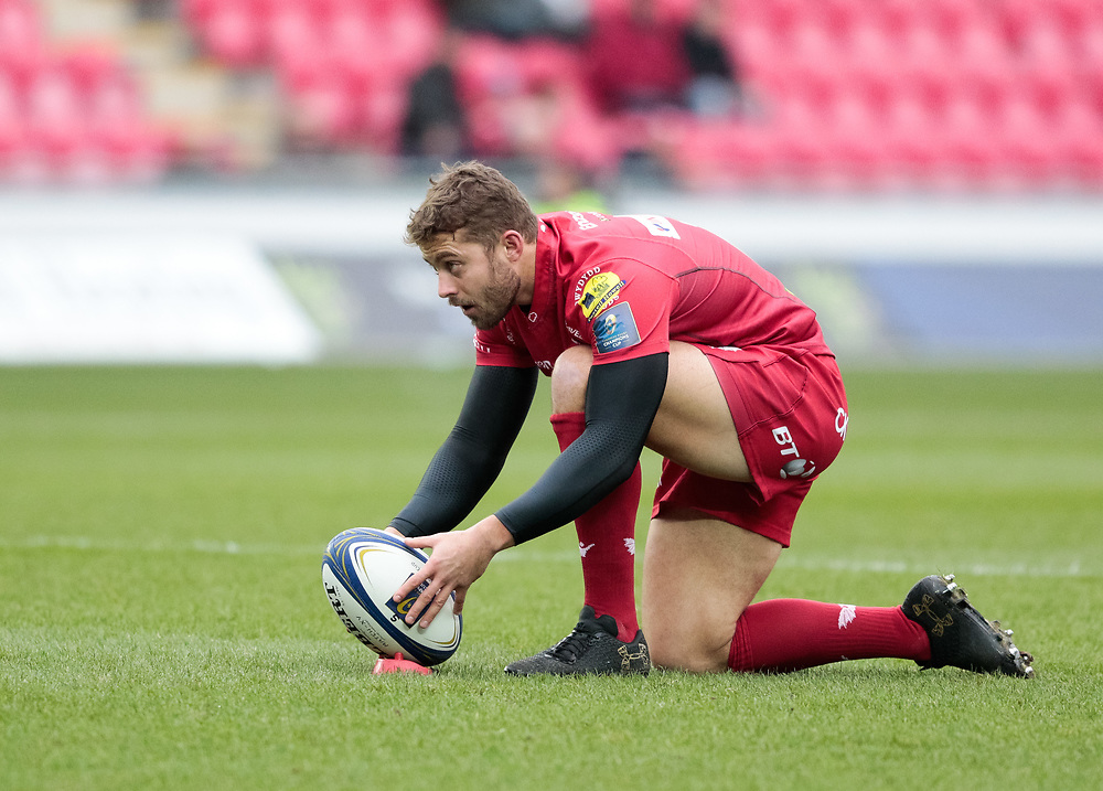 Scarlets' Leigh Halfpenny lines up a kick at goal<br /> <br /> Photographer Simon King/Replay Images<br /> <br /> EPCR Champions Cup Round 3 - Scarlets v Benetton Rugby - Saturday 9th December 2017 - Parc y Scarlets - Llanelli<br /> <br /> World Copyright © 2017 Replay Images. All rights reserved. info@replayimages.co.uk - www.replayimages.co.uk