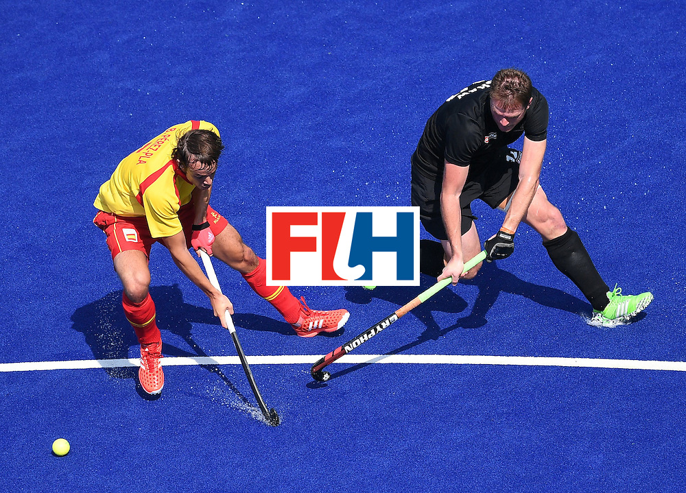 New Zealand's Bradley Shaw (R) vies with Spain's Bosco Perez-Pla during the men's field hockey New Zealand vs Spain match of the Rio 2016 Olympics Games at the Olympic Hockey Centre in Rio de Janeiro on August, 9 2016. / AFP / MANAN VATSYAYANA        (Photo credit should read MANAN VATSYAYANA/AFP/Getty Images)