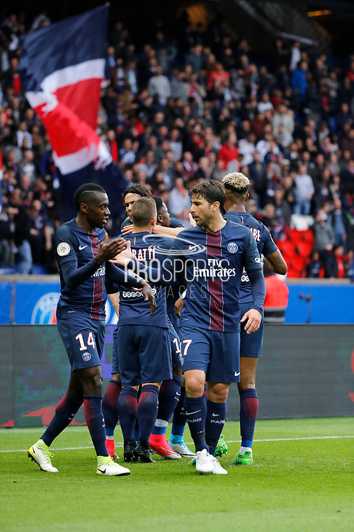 Edinson Roberto Paulo Cavani Gomez (psg) (El Matador) (El Botija) (Florestan) scored a goal and celebrated it with Serge Aurier (psg), Marco Verratti (psg), Presnel Kimpembe (PSG), Blaise Mathuidi (psg) and Maxwell Scherrer Cabelino Andrade (psg)during the French L1 football match between Paris-Saint-Germain and Montpellier HSC at Parc des Princes stadium in Paris, France on April 22, 2017 - Photo Stéphane Allaman / ProSportsImages / DPPI