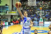 DESCRIZIONE : Sassari Lega A 2012-13 Dinamo Sassari - Juve Caserta<br /> GIOCATORE :Travis Diener<br /> CATEGORIA :Tiro<br /> SQUADRA : Dinamo Sassari<br /> EVENTO : Campionato Lega A 2012-2013 <br /> GARA : Dinamo Sassari - Juve Caserta<br /> DATA : 28/04/2013<br /> SPORT : Pallacanestro <br /> AUTORE : Agenzia Ciamillo-Castoria/M.Turrini<br /> Galleria : Lega Basket A 2012-2013  <br /> Fotonotizia : Sassari Lega A 2012-13 Dinamo Sassari - Juve Caserta<br /> Predefinita :