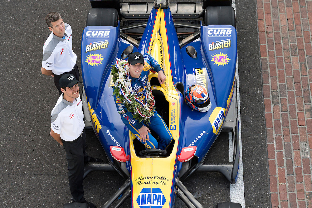 30 May, 2016, Indianapolis, Indiana, USA<br /> Alexander Rossi with Borg-Warner wreath on yard of bricks with Honda engineers<br /> &copy;2016, Scott R LePage <br /> LAT Photo USA