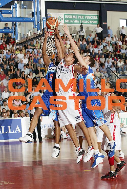 DESCRIZIONE : Biella Lega A1 2005-06 Angelico Biella Vertical Vision Cantu <br /> GIOCATORE : Sefolosha<br /> SQUADRA : Angelico Biella<br /> EVENTO : Campionato Lega A1 2005-2006 <br /> GARA : Angelico Biella Vertical Vision Cantu <br /> DATA : 14/05/2006 <br /> CATEGORIA : Rimbalzo<br /> SPORT : Pallacanestro <br /> AUTORE : Agenzia Ciamillo-Castoria/G.Cottini