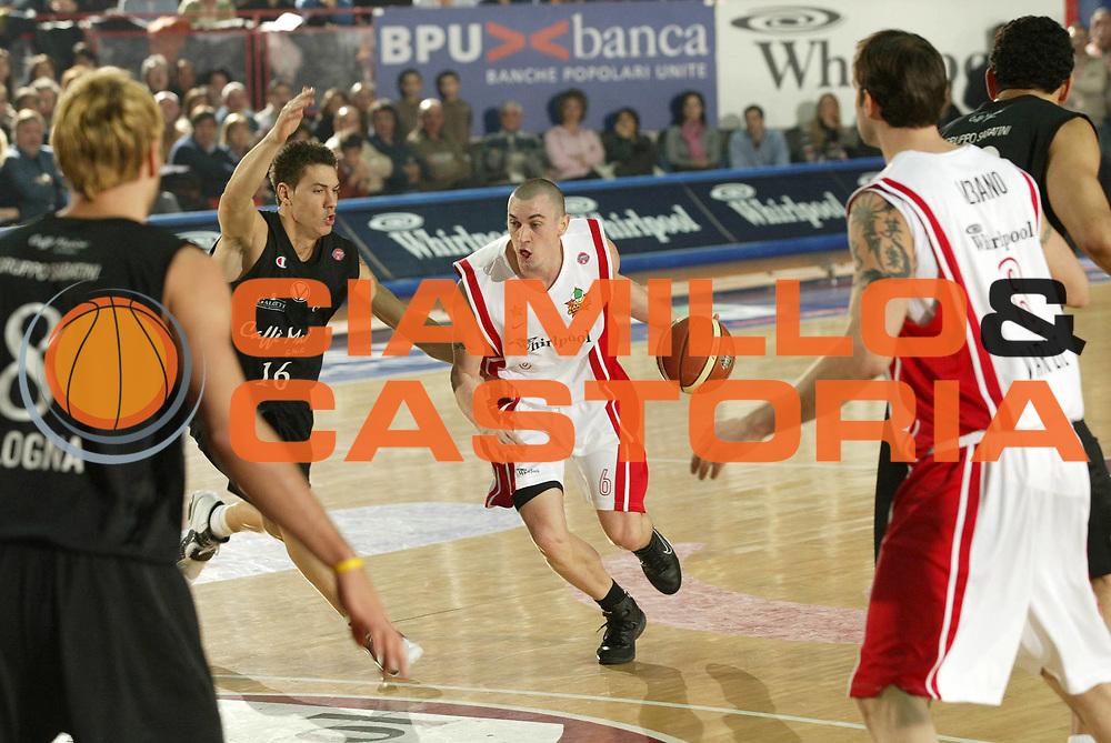 DESCRIZIONE : Milano Lega A1 2005-06 Whirlpool Pallacanestro Varese Caffe Maxim Virtus Bologna<br /> GIOCATORE : Hafnar<br /> SQUADRA : Whirlpool Pallacanestro Varese<br /> EVENTO : Campionato Lega A1 2005-2006 <br /> GARA : Whirlpool Pallacanestro Varese Caffe Maxim Virtus Bologna <br /> DATA : 15/01/2006 <br /> CATEGORIA : Penetrazione<br /> SPORT : Pallacanestro <br /> AUTORE : Agenzia Ciamillo-Castoria/G.Cottini <br /> Galleria : Lega Basket A1 2005-2006<br /> Fotonotizia : Varese Campionato Italiano Lega A1 2005-2006 Whirlpool Pallacanestro Varese Caffe Maxim Virtus Bologna<br /> Predefinita :