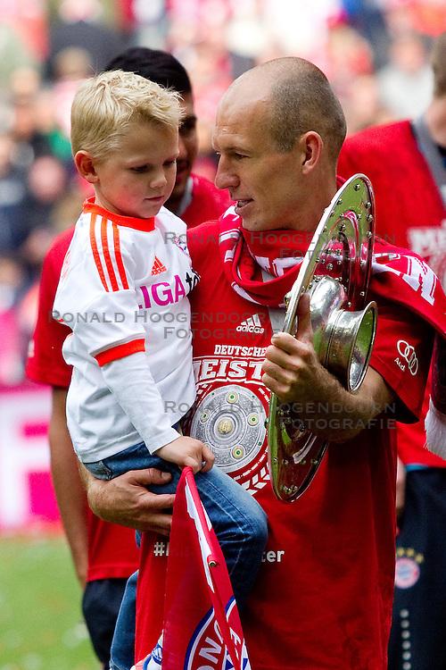 11-05-2012 VOETBAL: FC BAYERN MUNCHEN - FC AUGSBURG: MUNCHEN<br /> Bayern Munchen kampioen van Duitsland seizoen 2012-2013 met Arjen Robben<br /> ***NETHERLANDS ONLY***<br /> &copy;2012-FotoHoogendoorn.nl
