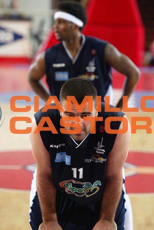 DESCRIZIONE : Roma Lega A1 2005-06 Lottomatica Virtus Roma Upea Capo Orlando <br /> GIOCATORE : Evtimov <br /> SQUADRA : Upea Capo Orlando <br /> EVENTO : Campionato Lega A1 2005-2006 <br /> GARA : Lottomatica Virtus Roma Upea Capo Orlando <br /> DATA : 09/04/2006 <br /> CATEGORIA : Ritratto <br /> SPORT : Pallacanestro <br /> AUTORE : Agenzia Ciamillo-Castoria/G.Ciamillo
