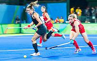 RIO DE JANEIRO -  Lidewij Welten (Ned) aan de bal tijdens de finale tussen de dames van Nederland en  Groot-Brittannie in het Olympic Hockey Center tijdens de Olympische Spelen in Rio.    COPYRIGHT KOEN SUYK