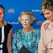 NLD/Amsterdam/20191104 - Maxima bij Prins Bernhard Cultuurfonds Prijs 2019, Koningin Maxima en Prinses Beatrix en Nicole Bakker