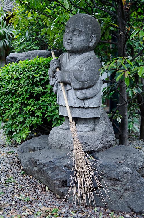 The Gessoji Temple grounds, Kichijoji, Tokyo, Japan, Monday, May 30, 2011. Credit:SNPA / David Alexander.