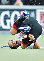 AMSTELVEEN -  Teun Rohof van Amsterdam hard onderuit tijdens competitiewedstrijd in de hoofdklasse hockey tussen de mannen van Amsterdam en Pinoke (3-4). COPYRIGHT KOEN SUYK