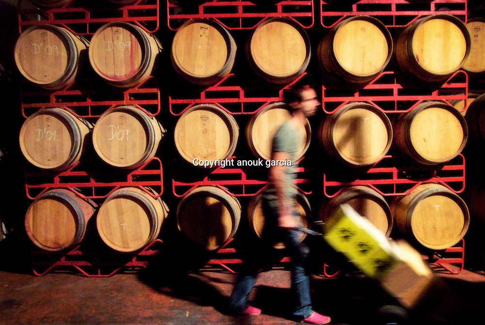 If you take hot days and cool nights, and combine with sporadic rainfall, clay soils and three hip,.young, winemakers - Dani Sánchez, and María and Fernando Barrena - what do you get? Awardwinning.wines, produced among the unlikely surroundings of the Bardenas desert at Azul e Garanza.Bodega (azulygaranza.com)..